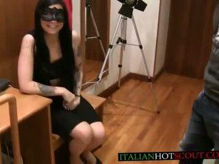Bellissima mora con maschera beautiful italian teen with mask