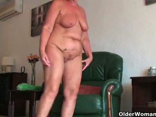 Inglese e completo figured nonna sandie gives vecchio fica un allenamento