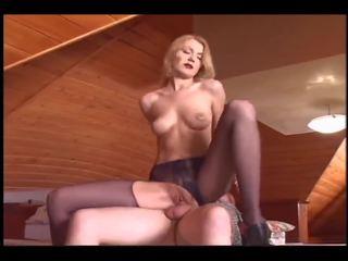 gražu blondinė rides an senas vyras, nemokamai porno 25