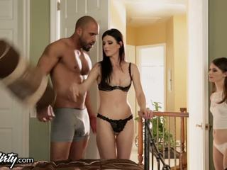 India estate shares daddys pene con step-daughter
