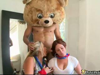 Slutty 女孩 咂 和 他媽的 在 該 黨