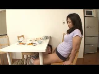 Японська крок мама з немає трусики