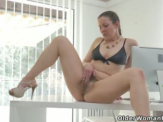 This is how Euro MILF Valentina Spends Her Lunch Break