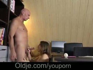 Evelina asks ei vechi trainer pentru vă rog ei excitat pasarica