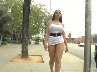 বিশাল চামচিকা স্প্যানিশ supermodel ঘনিষ্ঠ dragged দ্বারা madrid শহর center