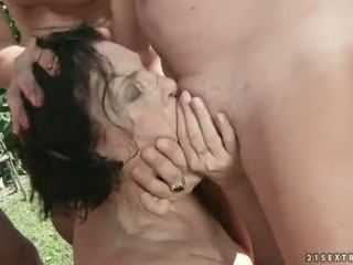 Piss loving bunicuta gangbanged