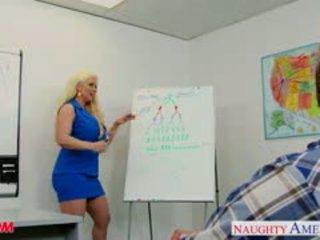 Blonde mère alura jenson baise une grand shaft