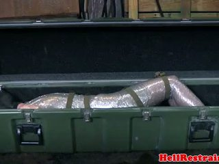 Mummified sottomesso learns discipline
