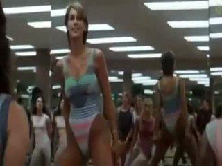 Seksikäs tytöt doing aerobics exercises sisään a perverssi tapa