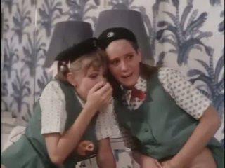 فتاة scouts تعلم حول جنس