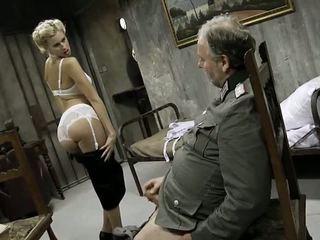 युवा गर्ल और an पुराना आदमी having सेक्स