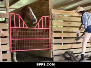 Bffs - caldi campagna ragazze condividi un cazzo