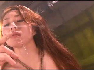 Gadis terpaksa vomit puke muntah vomiting menyumbat mulut