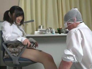 Subtitled 日本語 女學生 facesitting salvation