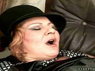 Nonnina gets scopata su il divano