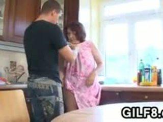 Gemuk nenek having seks dalam yang dapur