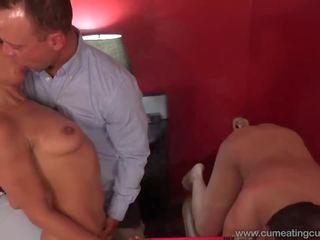Russische Hottie Katrin Tequila pinkelt in die Dusche und reitet einen schönen Schwanz