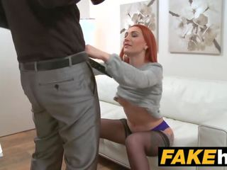 Fake agent збуджена рудоволоса prefers жорсткий пеніс над вологий манда
