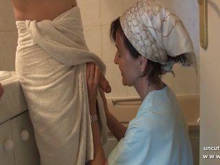 Français mère seduces jeune guy avec grand bite et gets.