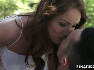 брюнетка нов, идеален целуване който и да е, най-много piercings гледайте