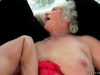 Verdorben vollbusig großmutter enjoys heiß sex