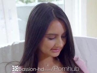 Volwassen enorme borsten neuken met haar jonge buurman