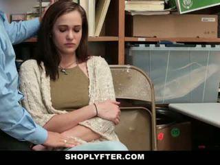 Shoplyfter - mama in hči zasačeni in zajebal za stealing