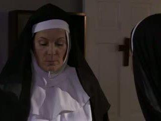 Kimainen läkkäämpi nunna ja bitch lesbo seksi (roleplay)