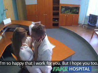 Fakehospital caliente sexo con doctor y enfermera en paciente waiting habitación