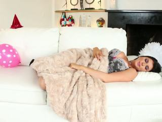 Romi Rain & Daisy Monroe scissor on the couch