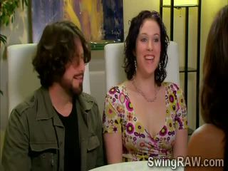 Người lung lay couples có một bên outdoors trong xxx thực tế chương trình