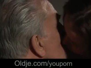 Млад мадами чукане изненада за стар men в на mansion на трудно cumshots видео