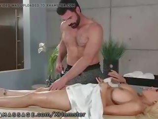 spuitende actie, masseur seks, grote tieten