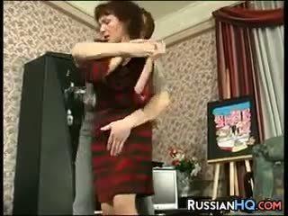 Zralý ruský fucked podle a mladý guy