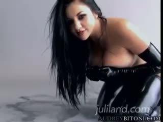 meer handschoenen scène, groot pornosterren video-, kijken latex thumbnail
