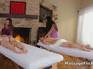 Vierer lesbisch muschi massage