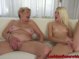 Mature Pleasured Orally by Beautiful Lesbian: Free Porn 2c
