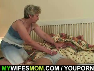 Sua esposa finds ele foda mother-in-law!