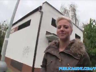 Publicagent kieleni pierced blondi fucks sisään julkinen