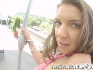 Asstraffic Curvy Babe in Closeup Anal Action