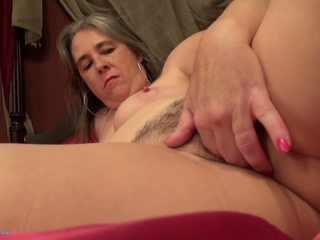 Amateur Mature Mom with Thirsty Old Cunt, Porn 0a