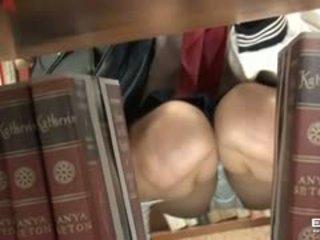Pervert guy fucks draguta japonez scolarita în the bibliotecă