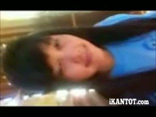 Aasia teismeline näitamist tema seksikas keha