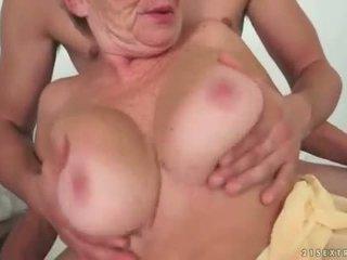 Νέος άνθρωπος fucks Καυτά γιαγιά όμορφος/η σκληρά