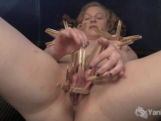 Yanks Minx Lili Sparks Plays with Clothespins: Free Porn 7a