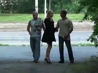 Julie silver e suo trio sesso in un park
