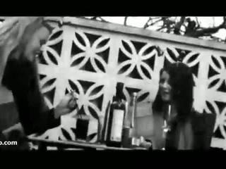 Flashing uk cô gái tại bia vườn