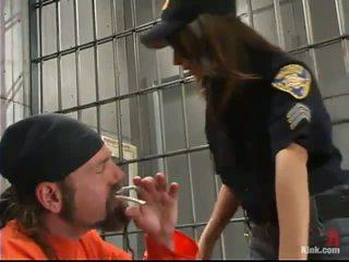 Sleaze rendőr tiszt gia jordan dominated és készült szeretet -ban a popsi hole által inmate