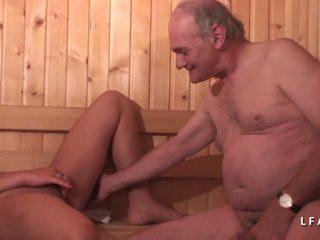 Jeune Beurette Sodomisee Dans Un Gangbang Avec Papy...