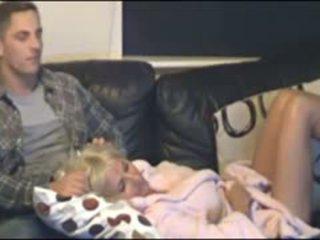 Ibu dan putra tertangkap oleh tersembunyi cammera